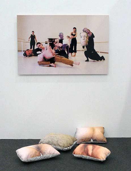 cushions @ Vienna art fair 2007, projektraum viktor bucher, 2006